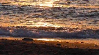 Sonnenlicht auf Wellen am Meer — Stockvideo