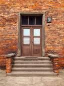 Porta de entrada para o edifício de tijolo — Foto Stock