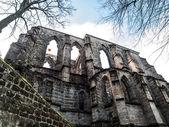Gothic windows of ruined church — Fotografia Stock