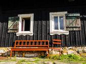 茶色のベンチ — ストック写真