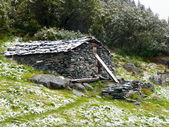 Mountain stone shelter — Stock Photo