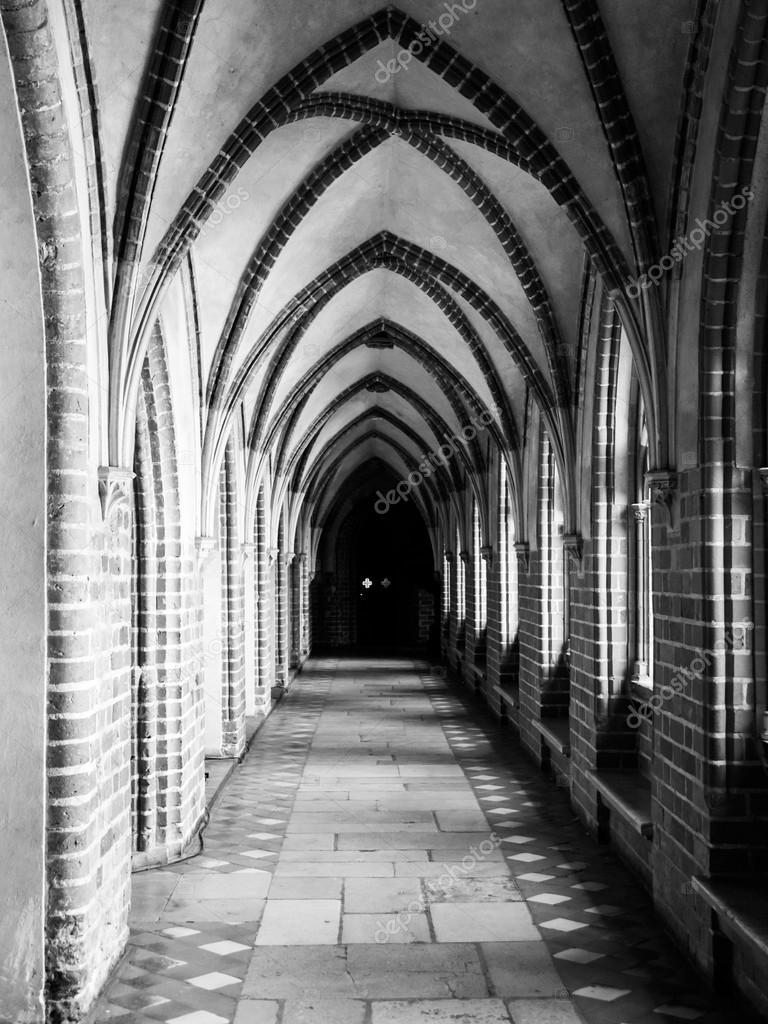 ゴシック リブ ヴォールト天井を回廊します。– ストック画像