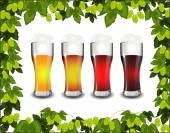 Fyra sorters öl i en ram av grön Hop — Stockvektor