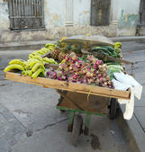 Fruits seller handcart, Remedios city, Cuba — Stock Photo