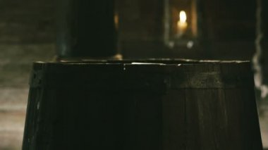 Medieval Sailor Stabbing in Wooden Barrel — Vídeo Stock