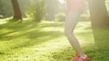 Beautiful Girl Jumping Rope in Park. Jib Shot. — Stock Video