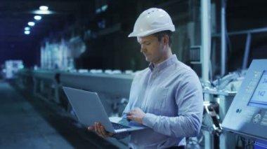 Engineer is Using Laptop in Industrial Environment. — Стоковое видео