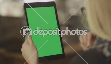 Girl Holding Tablet with Green Screen. — Stock Video
