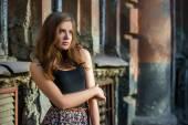 Attraente ragazza con labbra rosse — Foto Stock