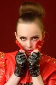 Ragazza in rivestimento di cuoio rosso — Foto Stock