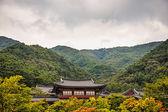 Buddhistiska munkar tempel i bergen i Korea — Stockfoto