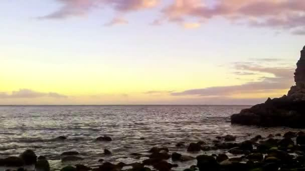 Timelapse of wild stone beach on coast of ocean at sunset — Vidéo
