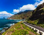 Asphalt road near coast of Atlantic ocean — Stock Photo