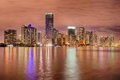 Horizonte de bayfront Miami à noite — Fotografia Stock