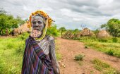 Woman from the african tribe Mursi, Omo Valley, Ethiopia — Stock Photo