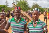 Girls from the Hamar tribe at a local market, Turmi, Ethiopia — Stock Photo