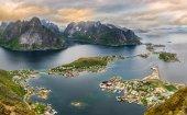 Mountains and  Reine in Lofoten islands, Norway — Stock Photo