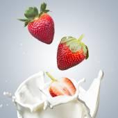 Blackberries Fall Into Milk Splash — Stock Photo