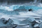 Lody na plaży lodu z fala wody — Zdjęcie stockowe