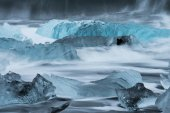 Лед на пляж льда с вода волна — Стоковое фото