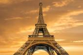 Eiffel Tower at sunrise — Stock Photo