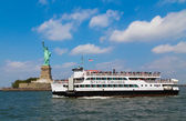 Statue Cruises and Statue of Liberty — Stock Photo