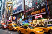 Buildings down 42nd Street in New York City — Stock Photo