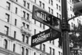 Wall street und broadway street signs — Stockfoto