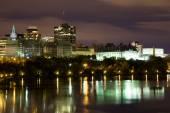 Partie de l'horizon d'Ottawa dans la nuit — Photo