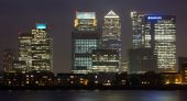 Canary Wharf in London at Night — Stock Photo