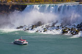Hornblower Boat and American Falls — Stock Photo