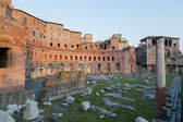 Ruins of Trajan's Market (Mercati di Traiano) in Rome during sun — Stock Photo