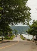Auto's, mensen en een boot in Nova Scotia — Stockfoto