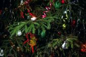 Christmas tree decorated with candles, streamers, toys close-up — Stock Photo