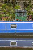 Narrowboat at moorings — Foto de Stock