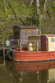 Narrowboat at moorings — Stock Photo