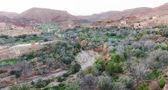 Il fiume secco nella città di Gorges du Dades, Marocco — Foto Stock