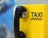 Image du téléphone de taxi à l'aéroport — Photo