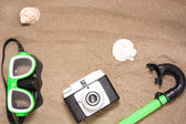 Snorkel, old camera and shell on summer — Stock Photo