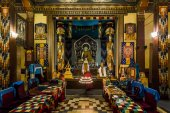 The Interior of the Buddhist temple — Stock Photo
