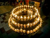 Candles in a Buddhist temple in St. Petersburg — Stockfoto