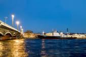 "Icebreaker ""Mudyug"" is moored on the English embankment at dusk. — Stock Photo"