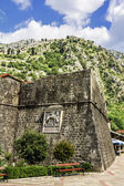 View of the ramparts and the mountains in the old town of Kotor — Stock Photo