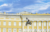 Adrenaline Rush FMX Riders Moto freestyle show on the Palace Squ — Stock Photo