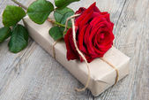 A rose and a gift for Valentine's Day — Стоковое фото