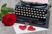 Red hearts and typewriter for Valentine's day — Stock Photo