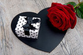 A heart, a rose and a gift for valentine day — Stock Photo