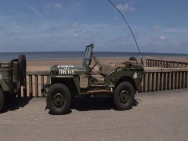 Jeep  on Omaha beach — Stock Video