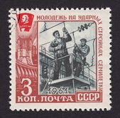 Postage stamp of the USSR with the image of young workers on construction sites in the country — Stock Photo