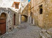 Arched narrow street of Rhodes — Stock Photo